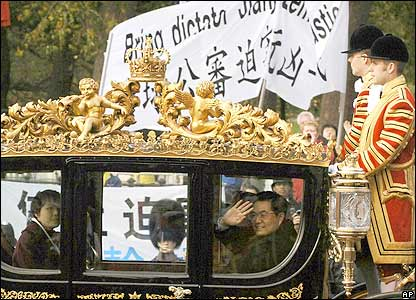 Horse drawn carriage containing China's president
