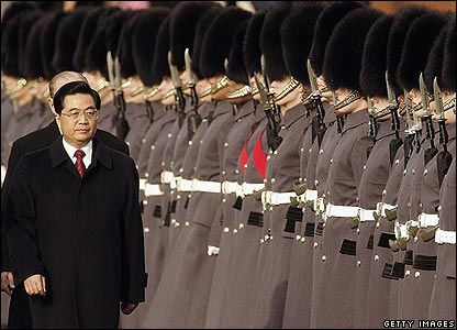 President Hu Jintao inspects a guard of honour in Horseguards Parade
