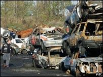 Vehículos incendiados durante los disturbios