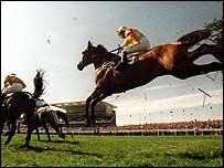 Horse racing at Aintree