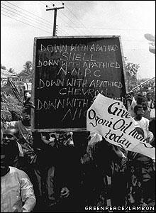 Ogoni protest  [Image: Greenpeace/Lambon]