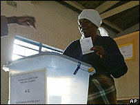 Woman votes in Zimbabwe