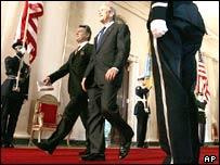 Viktor Yushchenko and George W Bush