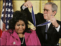 Aretha Franklin receiving the Presidential Medal of Freedom from President Bush