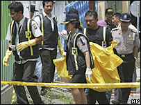 Police remove a body from house in Batu - 10/11/05