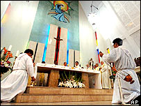 Taiwanese Catholic priests pray for the late Pope John Paul II during a service in Taipei, 03 April 2005