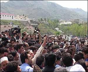 Crowds in Muzaffarabad