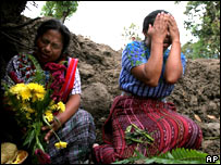 Guatemalans mourn relatives buried in mudslides