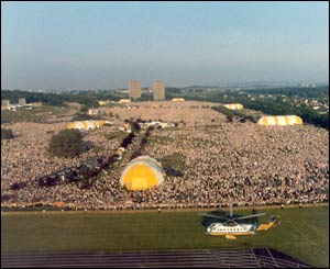 Crowds at Bellahouston Park in Glasgow/Copyright Pontificia Felici and L'Osservatore Romano