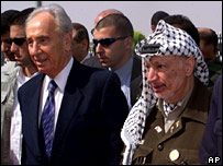 Shimon Peres and Yasser Arafat at talks in 2001