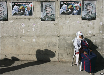 A Palestinian woman outside the Palestinian Authority headquarters in Ramallah