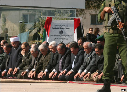 Palestinian religious and political leaders offer prayers