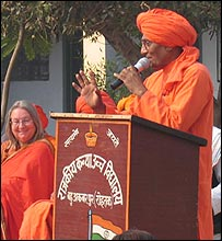 Swami Agnivesh addressing people in Haryana