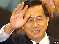 Taiwan's President Chen Shui-bian leaving for Rome, 8 April