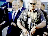 Bodyguards escort UN Secretary General Kofi Annan in Baghdad