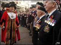 The new lord mayor meets World War II veterans