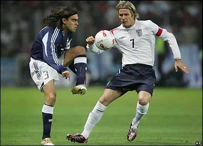 David Beckham challenges Juan Pablo Sorin