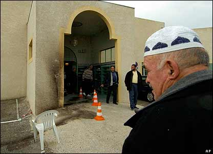 Charred mosque in Carpentras