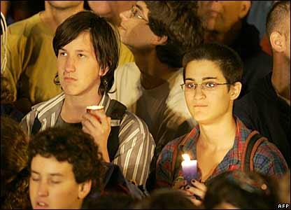 Young Israelis remember Yitzhak Rabin in Rabin Square, Tel Aviv