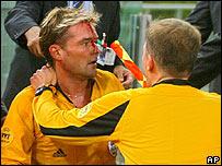 Anders Frisk, tras ser impactado por un proyectil