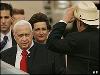 Ariel Sharon arrives in Texas