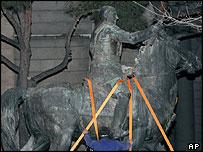 Traslado de la última estatua de Franco en Madrid.