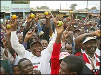 Kenyans hold up oranges in support of a referendum No vote on the constitution