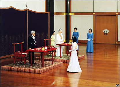 Japanese Princess Sayako formally bids her father the emperor farewell