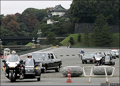 Princess Sayako's motorcade leaves the Imperial Palace en route to her wedding