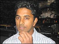 Martin Lewis, a smoker in Mumbai, India