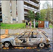 Clichy-sous-Bois: Car burnt in riots