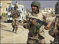 Iraqi soldiers on patrol