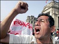 Protest in Lima, Peru, demanding Alberto Fujimori's extradition