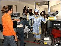 Delegates arrive at WSIS