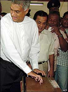 Sri Lankan opposition leader Ranil Wickramasinghe casts his vote in Colombo