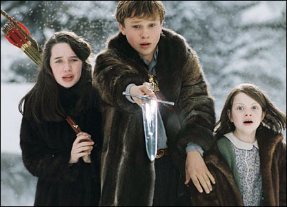 Susan Popplewell (Susan), William Moseley (Peter) and Lucy (Georgie Henley) in The Lion, the Witch and the Wardrobe