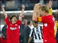 Los jugadores de Liverpool celebran su paso a la semifinal.
