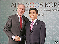 George W Bush and President Roh Moo-hyun (17/11/05)