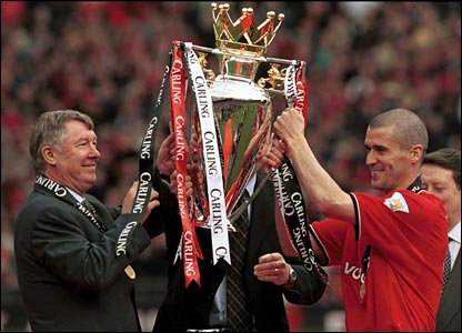 Keane accepts the 2001 Premiership trophy with Sir Alex Ferguson