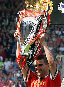 Keane lifts the 2000 Premiership trophy