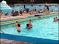 Bbc News Uk England London Tooting Bec Lido The Coolest Pool