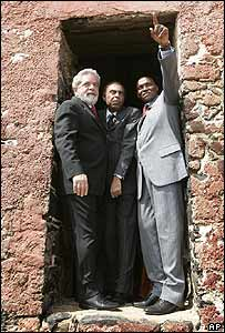 Brazil's President Lula (left), with Brazilian singer and Minister of Culture Gilberto Gil, and Senegalese President Abdoulaye Wade at the 'door of no return' on Goree Island