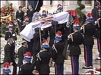 Coffin carried to cathedral
