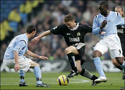 Andy Cole and  Stephen Ireland chalenge Paul Dickov