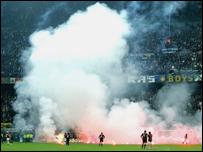 Estadio San Siro de Mil�n cubierto de humo