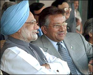 Manmohan Singh and Pervez Musharraf at the cricket game