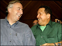 Presidents Nestor Kirchner (l) and Hugo Chavez in Venezuela