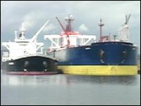 Ship to ship oil transfer