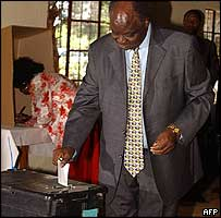 President Mwai Kibaki casting his vote
