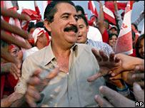 Liberal candidate Manuel Zelaya